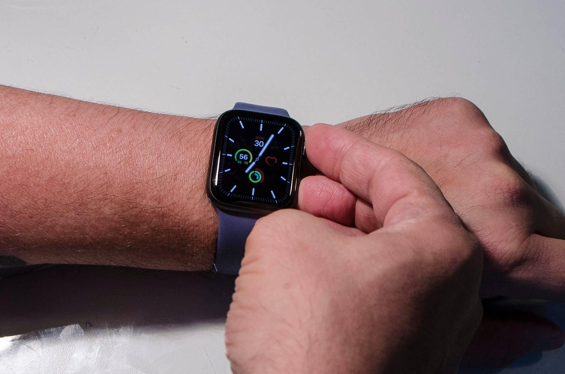 """如何在Apple Watch上截屏,并在iPhone的""""照片""""应用程序中找到这些截屏"""
