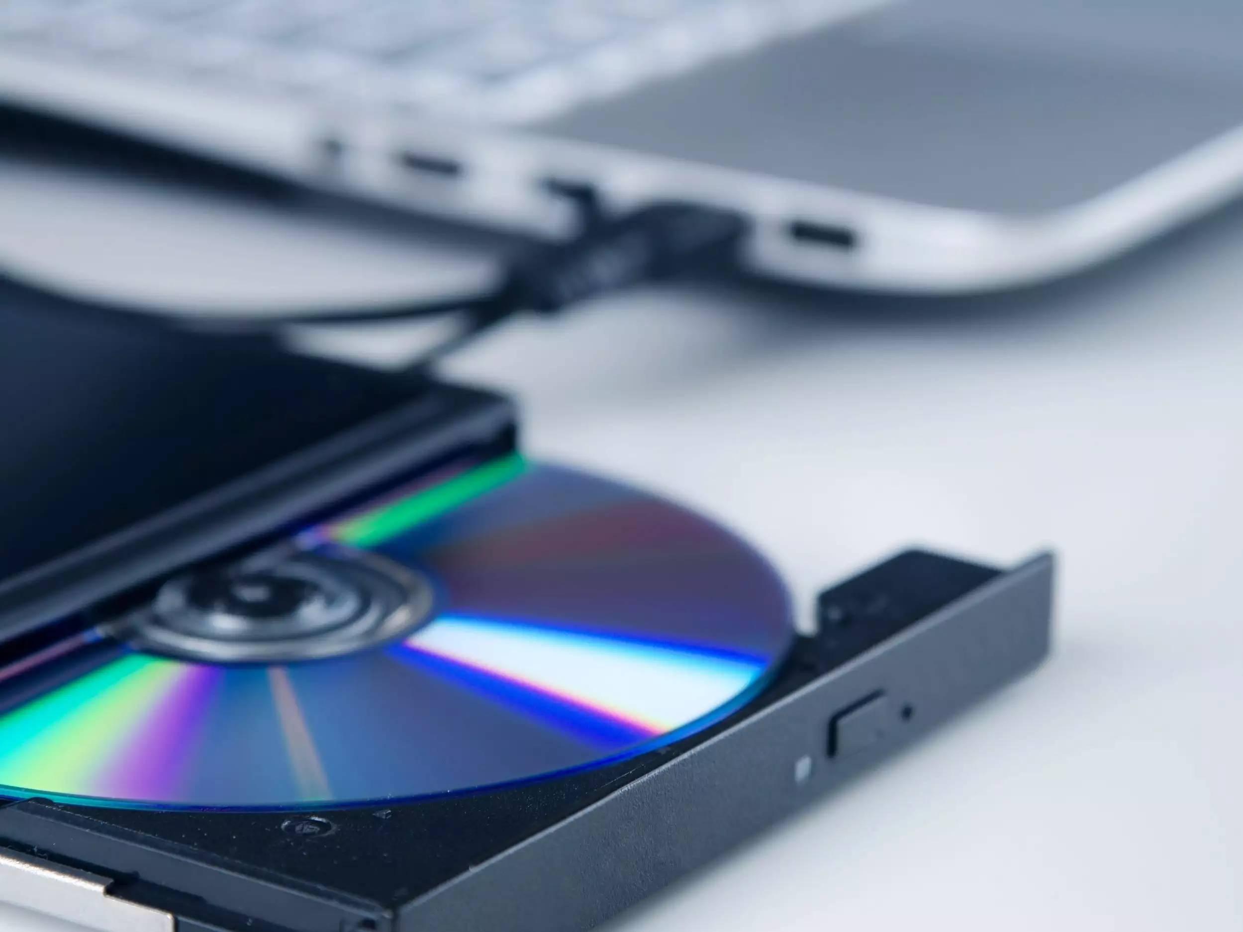 什么是光盘驱动器?计算机如何读取CD,DVD和Blu-ray光盘的指南