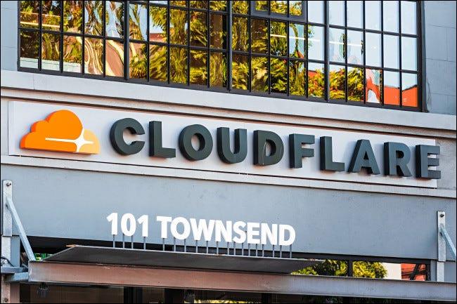 为什么当我尝试打开网站时会出现 Cloudflare?
